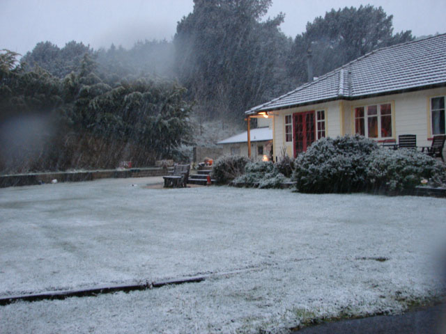 Country house in Glenside snow